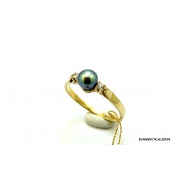 Pierścionek z żółtego złota z perłą i brylantami