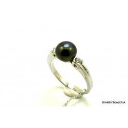 Pierścionek z białego złota z brylantem i perłą